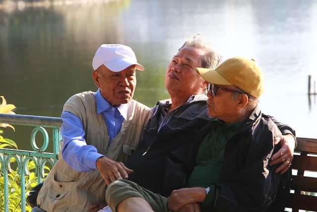 Buổi sáng đầu đông trong vắt bên hồ tự nhiên lớn nhất Hà Nội - 5