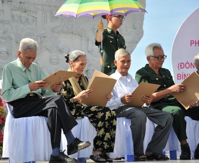 Khánh thành tượng đài Tập kết 1954 dịp kỷ niệm 65 năm ngày tiễn đoàn quân cuối cùng ra Bắc - 9
