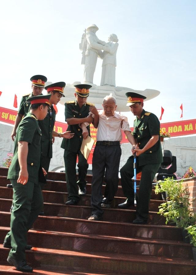 Khánh thành tượng đài Tập kết 1954 dịp kỷ niệm 65 năm ngày tiễn đoàn quân cuối cùng ra Bắc - 10