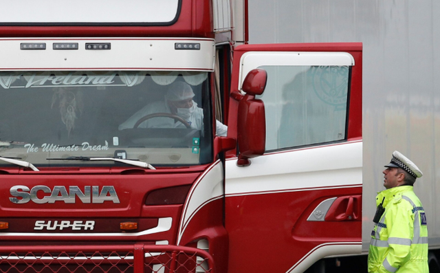 Cảnh sát ráo riết truy lùng nghi phạm vụ 39 thi thể trong xe tải ở Anh - 2