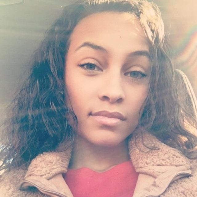 Cô gái nhắn tin cho người cha quá cố suốt 4 năm, bất ngờ nhận được hồi âm - 1