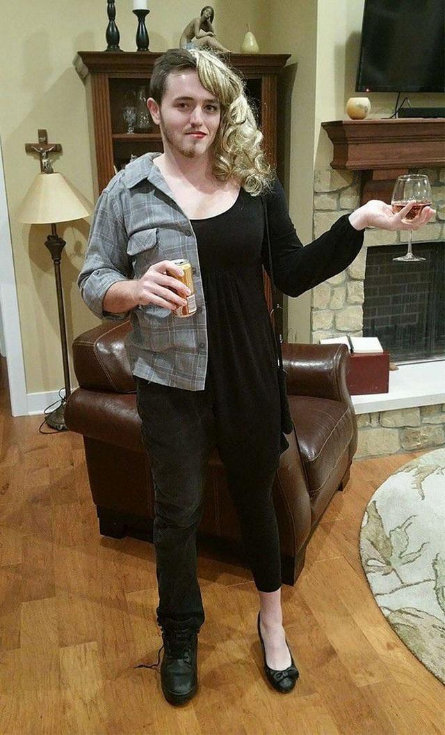 """Những bộ trang phục Halloween đầy hài hước khiến dân mạng """"cười nghiêng ngả"""" - 20"""
