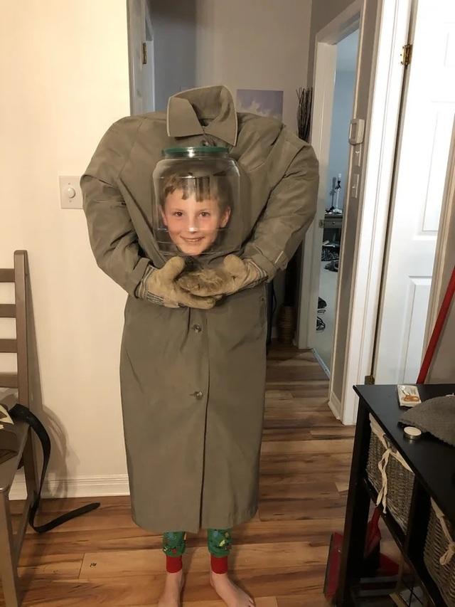"""Những bộ trang phục Halloween đầy hài hước khiến dân mạng """"cười nghiêng ngả"""" - 7"""