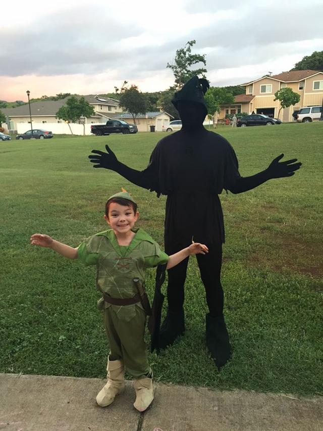 """Những bộ trang phục Halloween đầy hài hước khiến dân mạng """"cười nghiêng ngả"""" - 8"""