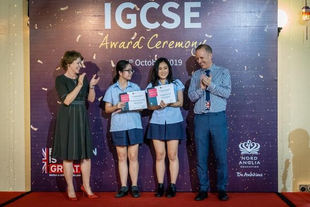 Lễ trao bằng Quốc tế IGCSE của Trường BIS Hà Nội tại Nhà Đại sứ Anh - 2