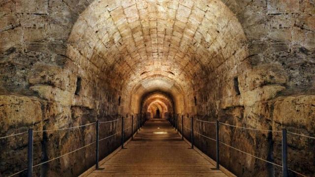 Phát hiện đường hầm bí mật vận chuyển vàng 800 năm trước - 3