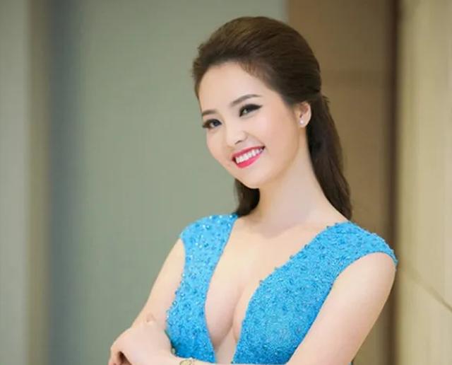 """BTV Thuỵ Vân tiết lộ """"luật ngầm bất thành văn"""" khi lên sóng VTV - 20"""