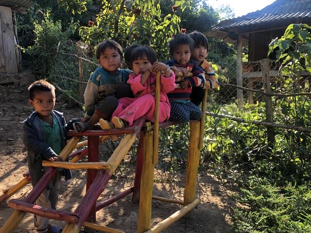 Nhói lòng những đứa trẻ vùng biên giới Việt - Lào tới lớp trong bộ dạng nhem nhuốc - 15