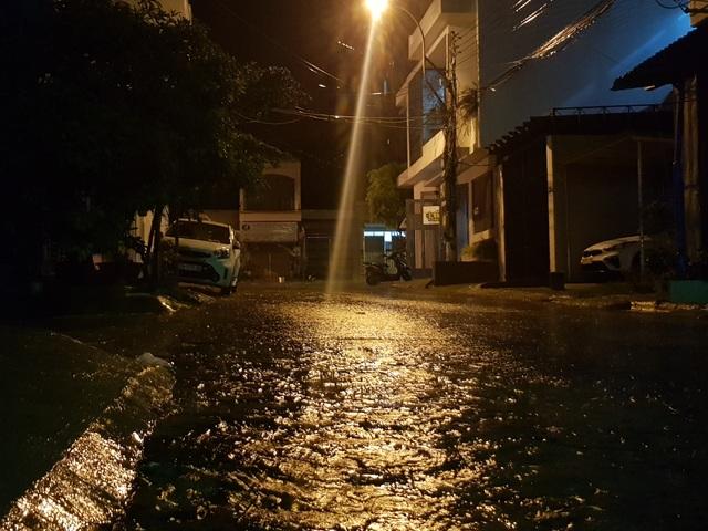Miền Trung mưa lớn xối xả, mất điện diện rộng nhiều nơi - 8