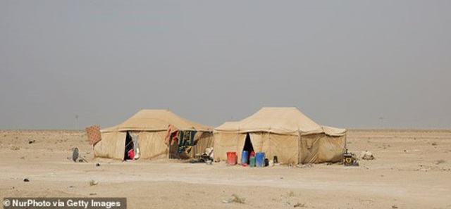 Tiết lộ kho báu trị giá 25 triệu USD của trùm khủng bố IS được chôn trên sa mạc - 2