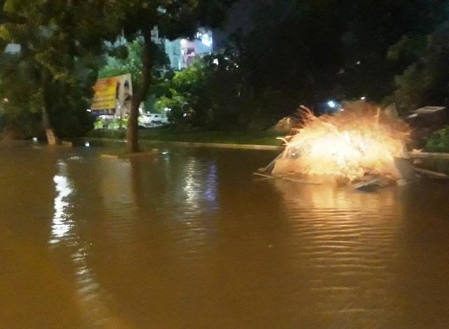 Miền Trung mưa lớn xối xả, mất điện diện rộng nhiều nơi - 10