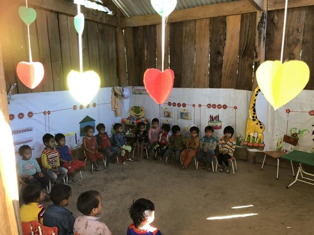Nhói lòng những đứa trẻ vùng biên giới Việt - Lào tới lớp trong bộ dạng nhem nhuốc - 7