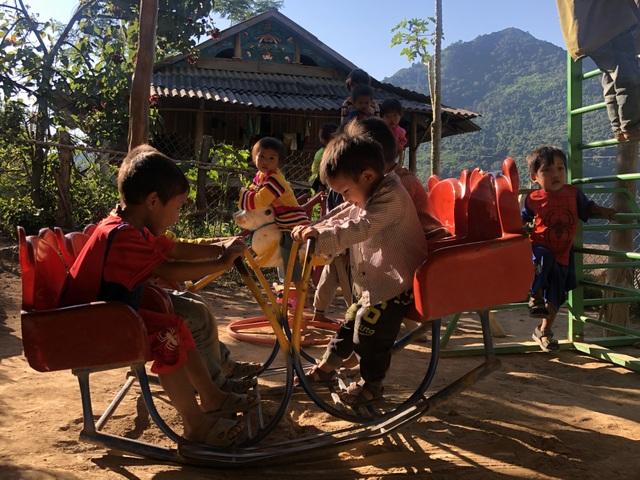 Nhói lòng những đứa trẻ vùng biên giới Việt - Lào tới lớp trong bộ dạng nhem nhuốc - 16
