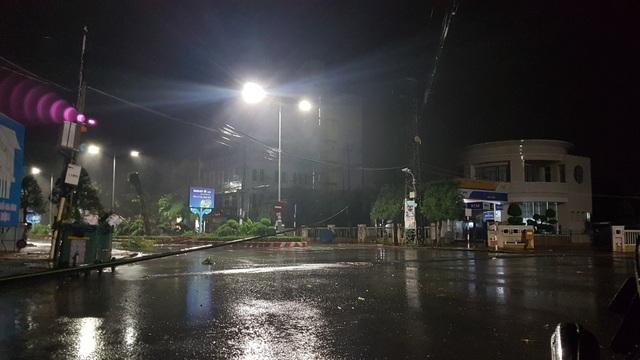 Miền Trung mưa lớn xối xả, mất điện diện rộng nhiều nơi - 2