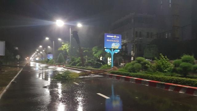 Miền Trung mưa lớn xối xả, mất điện diện rộng nhiều nơi - 4