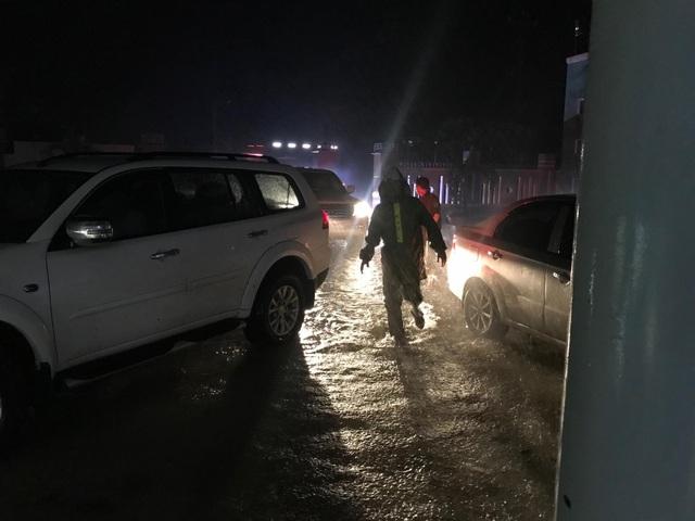 Miền Trung mưa lớn xối xả, mất điện diện rộng nhiều nơi - 6