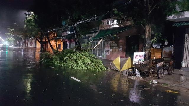 Miền Trung mưa lớn xối xả, mất điện diện rộng nhiều nơi - 3