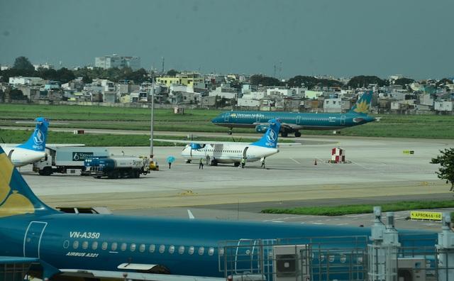 Tạm dừng khai thác nhiều sân bay do ảnh hưởng bão số 5 - 1