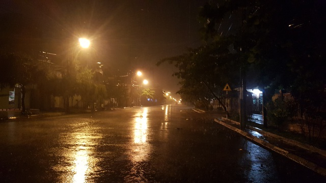 Di dời hàng ngàn hộ dân ở vùng xung yếu trước khi bão đổ bộ - 5