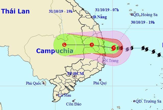 Miền Trung mưa lớn xối xả, mất điện diện rộng nhiều nơi - 15