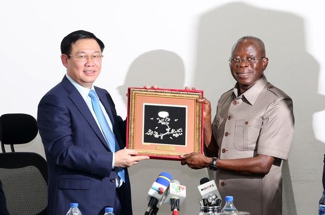 """Nigeria - Việt Nam cần phải đi nhanh hơn để """"bù lại những năm tháng chậm trễ"""" - 1"""
