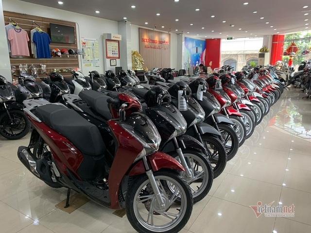Hiếm hàng, Honda SH loạn giá, tăng đột biến tại Hà Nội - 1