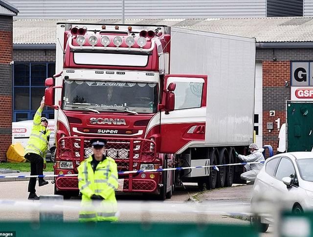 Lời kể của phóng viên Anh đầu tiên có mặt tại hiện trường vụ 39 thi thể trong xe tải - 3