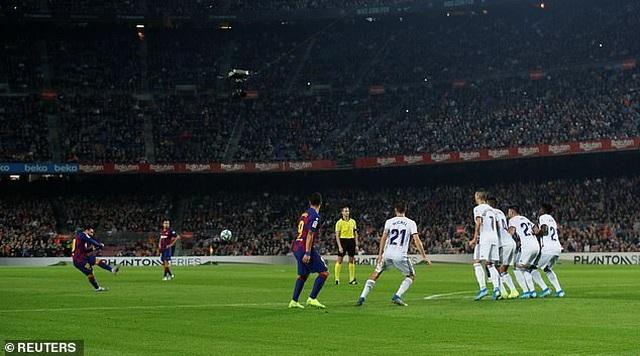 """Messi rực sáng, Barcelona đại thắng """"5 sao"""" và trở lại ngôi đầu La Liga - 10"""