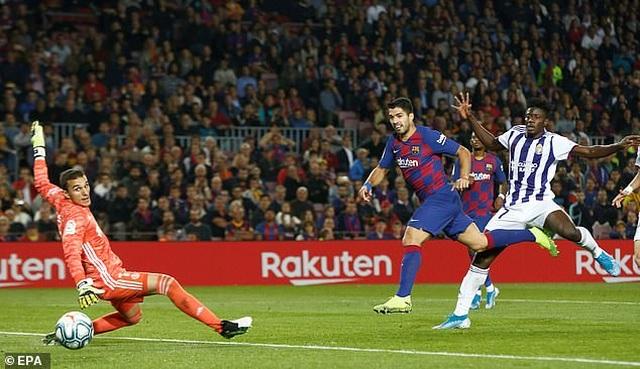 """Messi rực sáng, Barcelona đại thắng """"5 sao"""" và trở lại ngôi đầu La Liga - 14"""