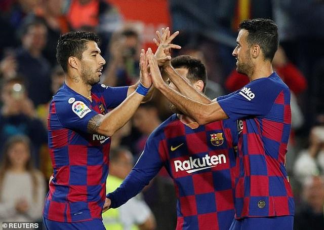 """Messi rực sáng, Barcelona đại thắng """"5 sao"""" và trở lại ngôi đầu La Liga - 15"""