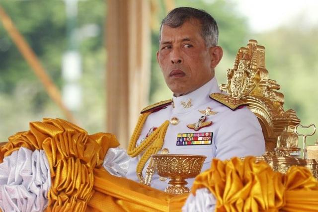 Vua Thái Lan sa thải thêm 4 quan chức sau khi phế truất Hoàng quý phi - 1