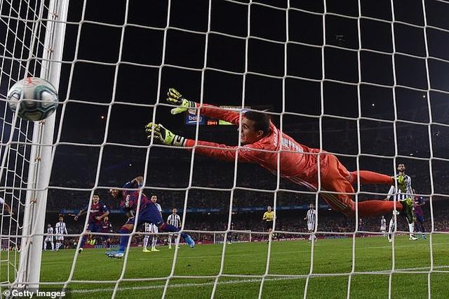 """Messi rực sáng, Barcelona đại thắng """"5 sao"""" và trở lại ngôi đầu La Liga - 7"""