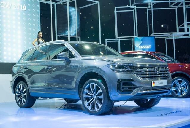 Đề xuất xử phạt với vụ xe Volkswagen gần 4 tỷ có đường lưỡi bò - 1