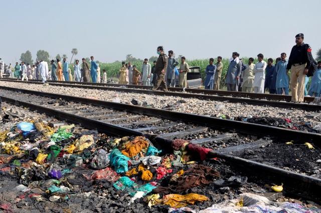 Hiện trường thảm khốc vụ nổ bình gas trên tàu Pakistan làm 74 người chết - 12