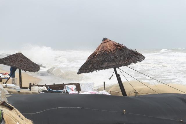 Phố cổ Hội An khốn đốn vì mưa lớn