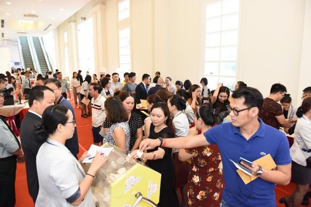Thị trường căn hộ cao cấp TPHCM: Khu Nam Sài Gòn tiếp tục tăng nhiệt - 1