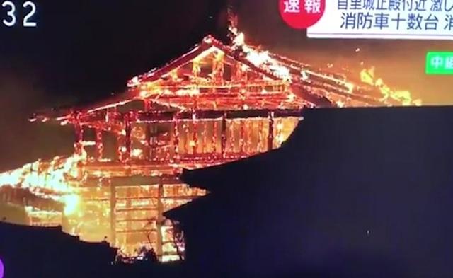 Hỏa hoạn kinh hoàng nhấn chìm lâu đài di sản 600 tuổi ở Nhật Bản - 3