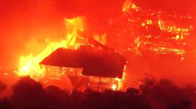 Hỏa hoạn kinh hoàng nhấn chìm lâu đài di sản 600 tuổi ở Nhật Bản - 2
