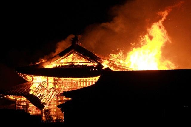Hỏa hoạn kinh hoàng nhấn chìm lâu đài di sản 600 tuổi ở Nhật Bản - 7