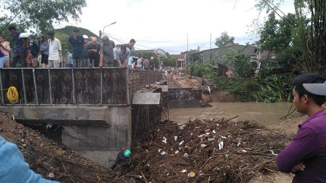 Phú Yên: 1 người tử vong trong bão số 5 - 1