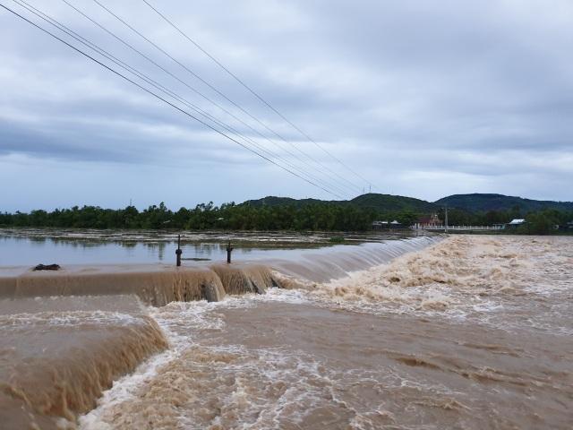 Phú Yên: 1 người tử vong trong bão số 5 - 3