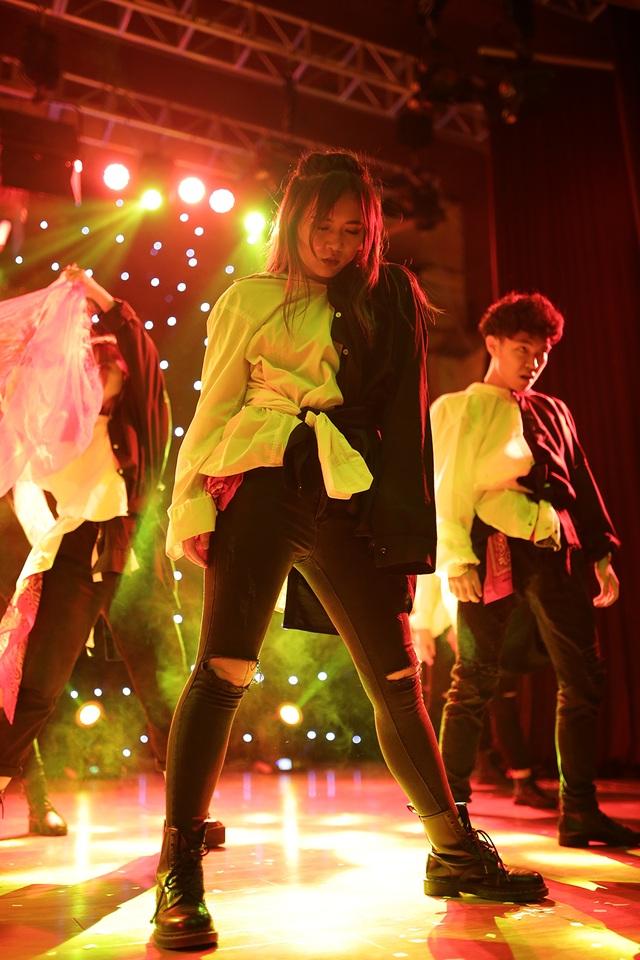 """Những bước nhảy """"rùng rợn"""" của sinh viên trường Báo dịp Halloween - 10"""