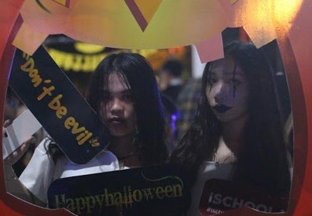 Hơn 5.000 bạn trẻ Ninh Thuận phấn khích trong lễ hội Halloween - 7