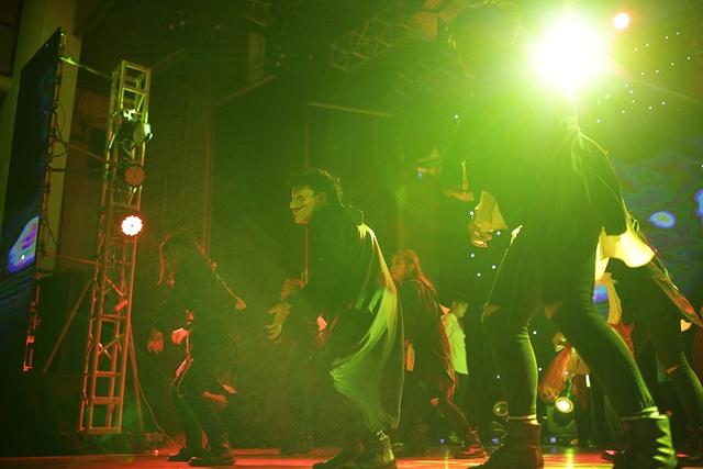 """Những bước nhảy """"rùng rợn"""" của sinh viên trường Báo dịp Halloween - 3"""