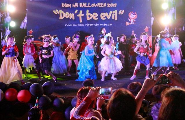 Hơn 5.000 bạn trẻ Ninh Thuận phấn khích trong lễ hội Halloween - 4