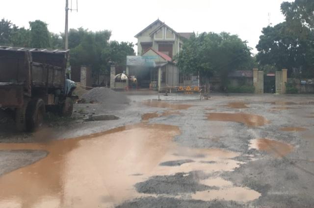 Dân ngao ngán vì tái diễn cảnh đường biến thành ao tại Quảng Bình! - 2