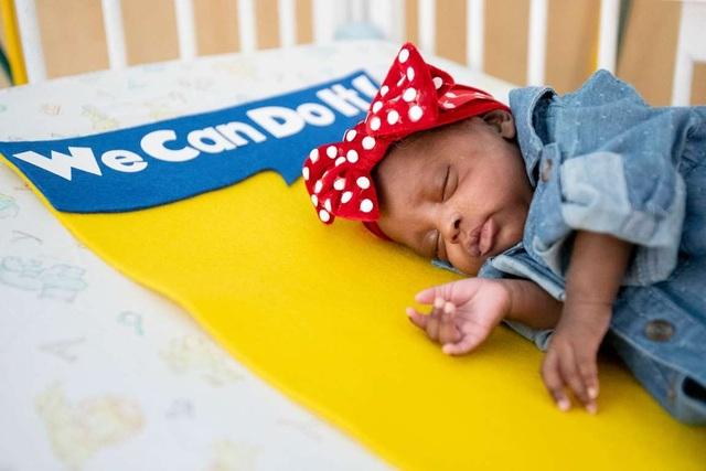 Dễ thương bé sơ sinh thiếu tháng diện đồ hóa trang đón Halloween trong bệnh viện - 10
