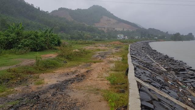 Lo thắt ruột  bờ kè xây chưa xong, bờ sông tiếp tục bị ngoạm tại Đà Nẵng - 4