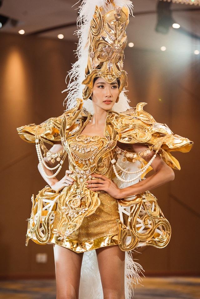 Võ Hoàng Yến chê thẳng thừng màn trình diễn của Á hậu Hoàng Thùy - 11