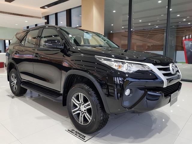 Xả hàng cuối năm, ô tô giảm giá 200-300 triệu - 7